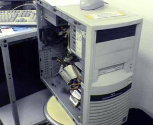 社内のWindowsサーバ写真
